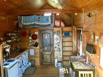 chalet-des-tournesols_vue-cuisine-salle-a-manger